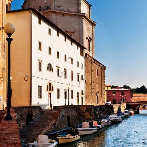 Livorno, Chiesa di Santa Caterina. Vista dai canali.